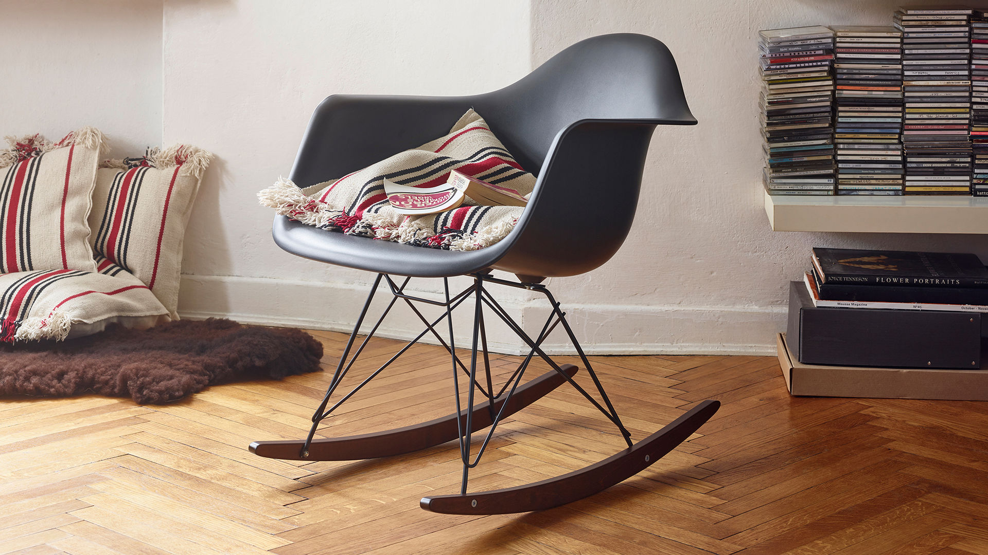 Eames Plastic Armchair RAR_web_16-9
