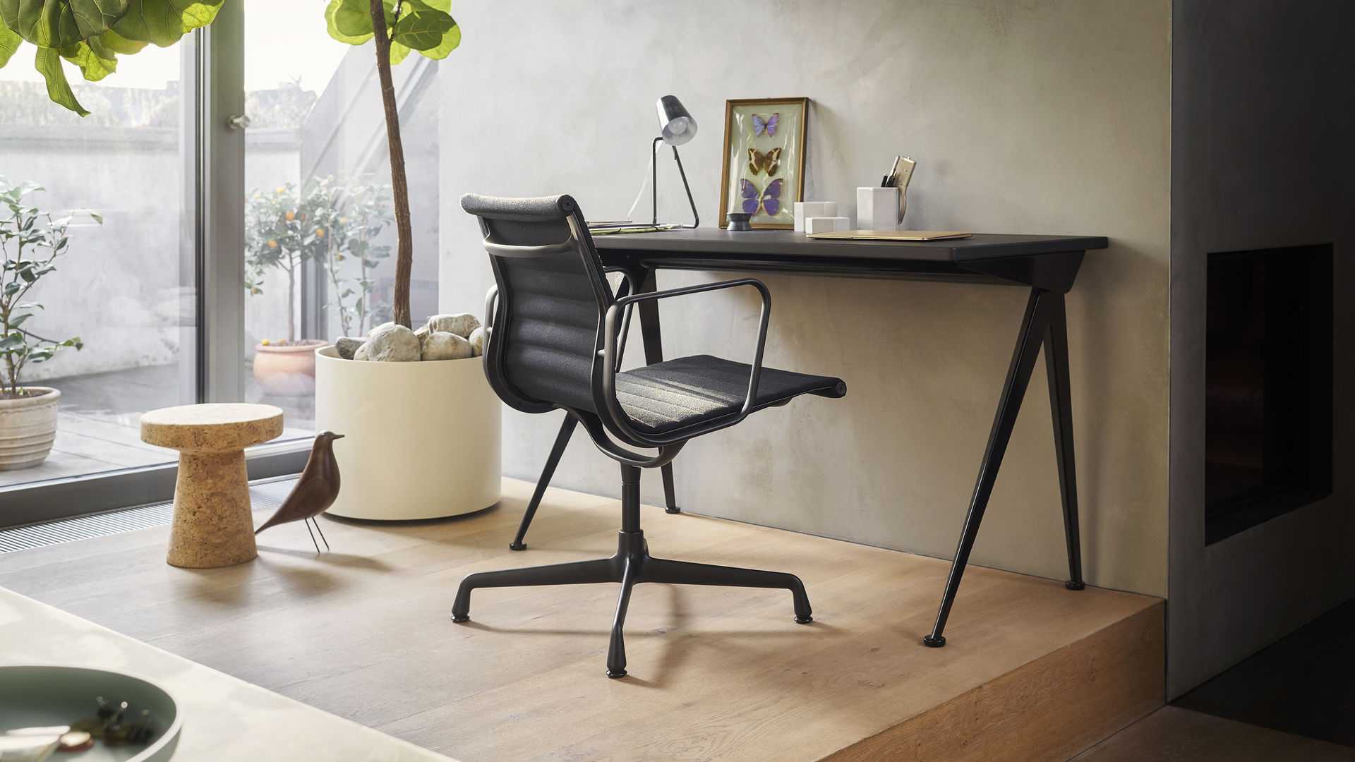 Aluminium Chair EA108 Black Version Compas Direction Cork Stool Eames House Bird_web_16-9