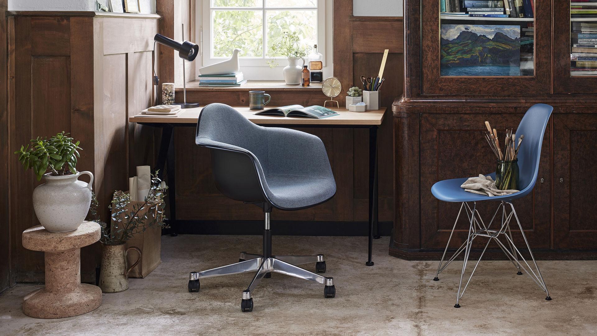 Eames Plastic Side Chair DSR Eames Pivot Armchair PACC Corkstool l'Oiseau_Web_16-9