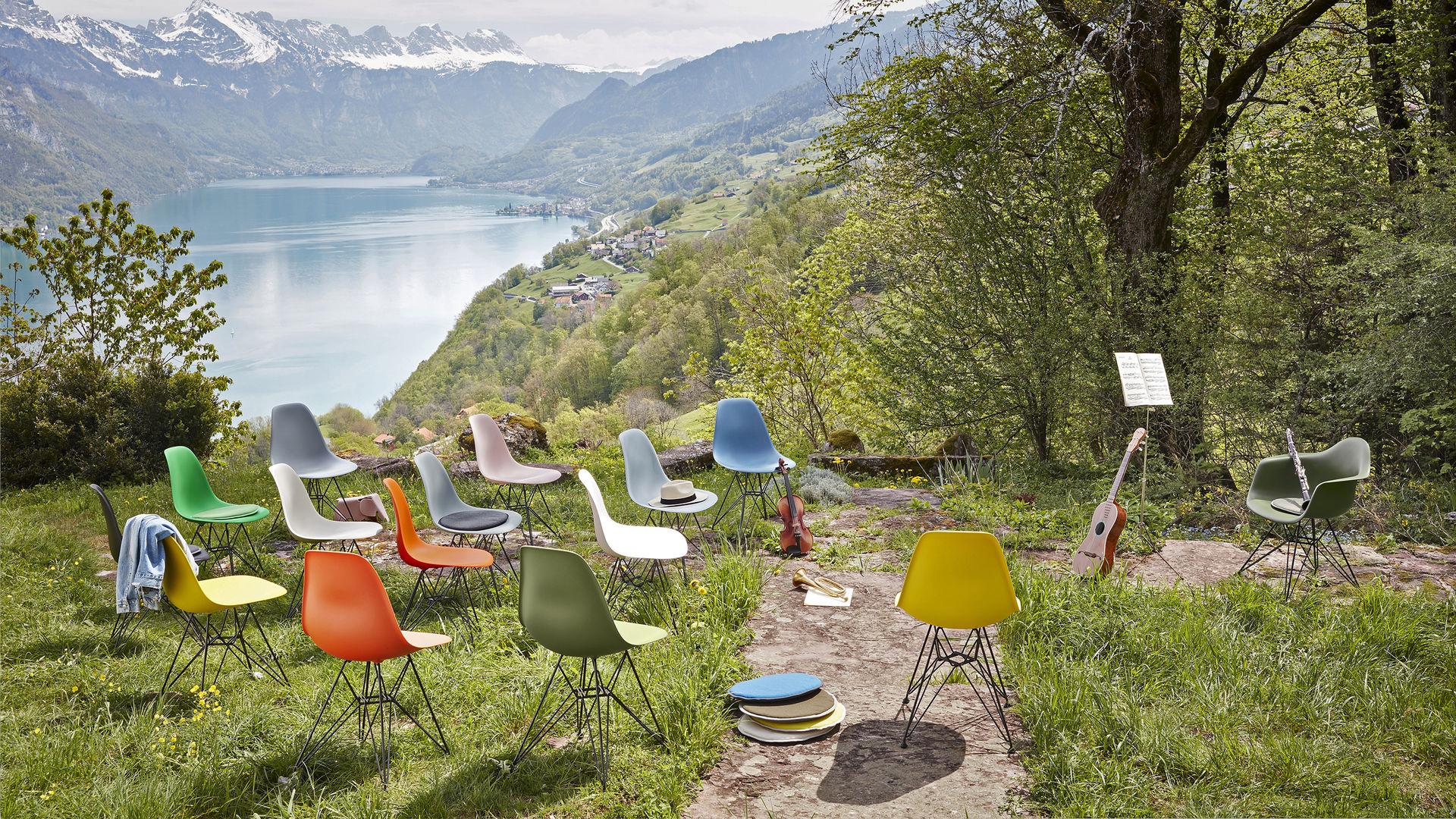 Eames Plastic Side Chair DSR Eames Plastic Armchair DAR Seat Dots_Web_16-9