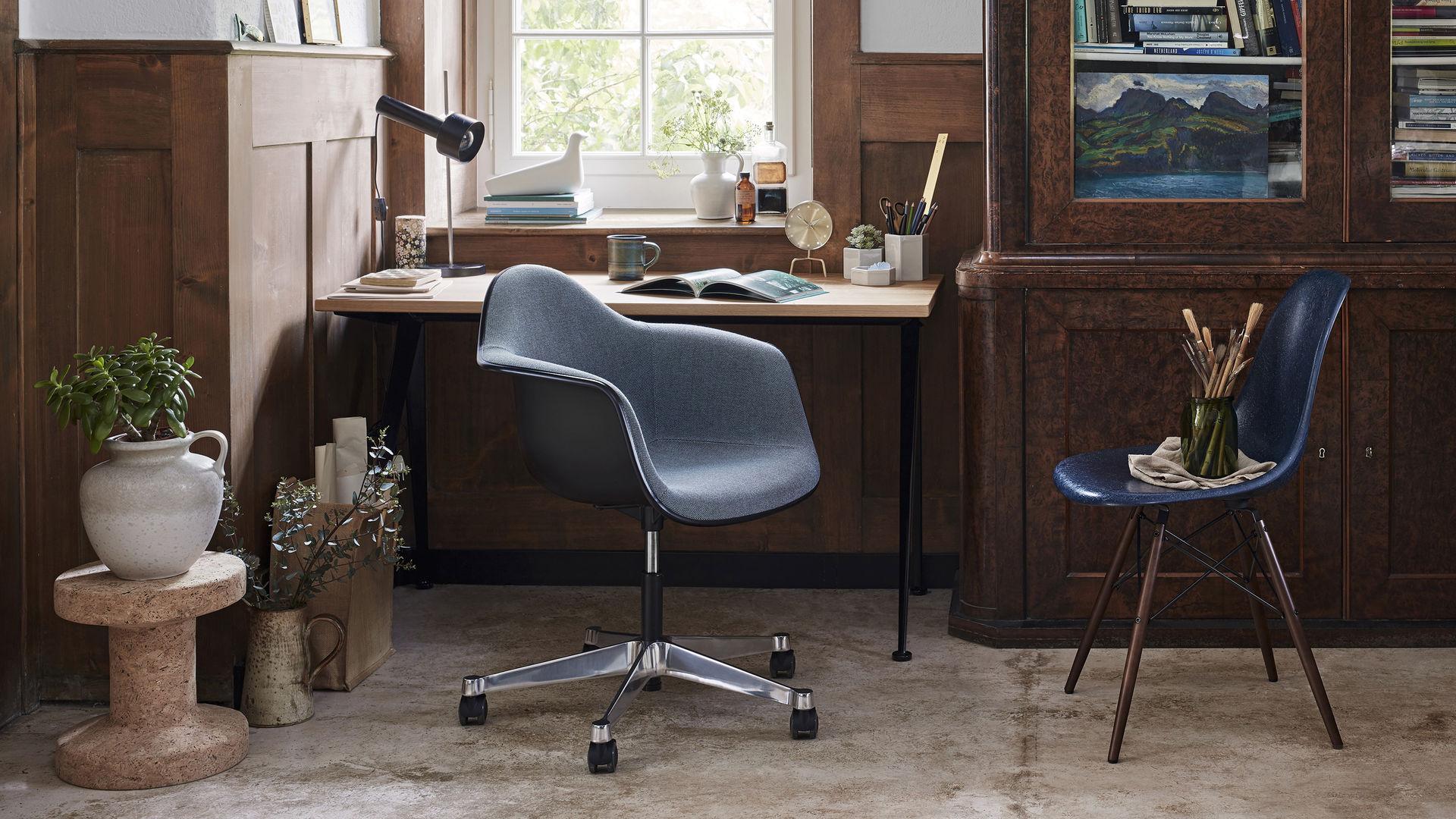 Eames Fiberglass Chair DSW Eames Pivot Armchair PACC Corkstool l'Oiseau_Web_16-9