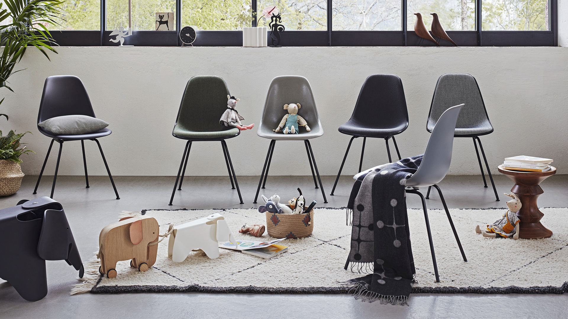 Eames Plastic Side Chair DSX Eames Fiberglass Side Chair DSX Eames House bird Eames_Web_16-9