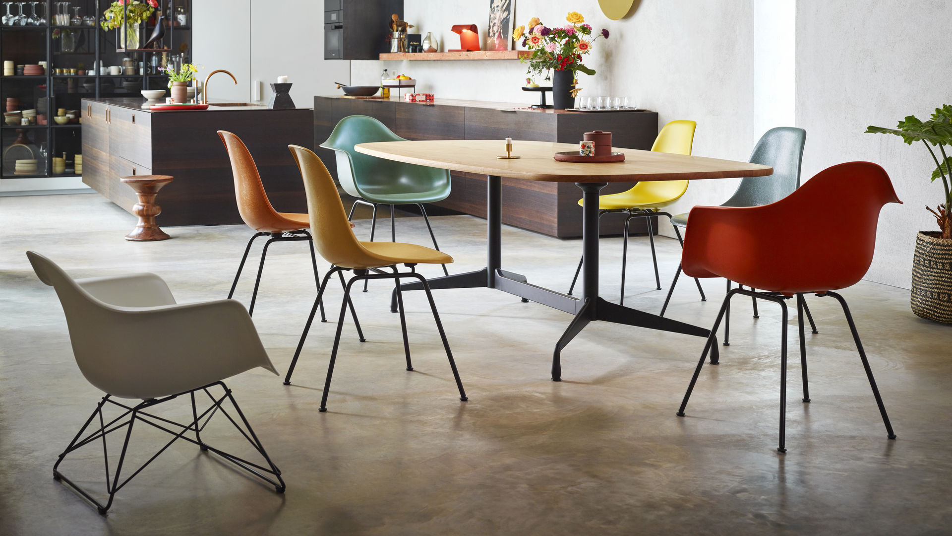 Eames Segmented Tables Dining Eames Plastic Chair Eames Fiberglass Chair Eames Plastic Armchair_web_16-9