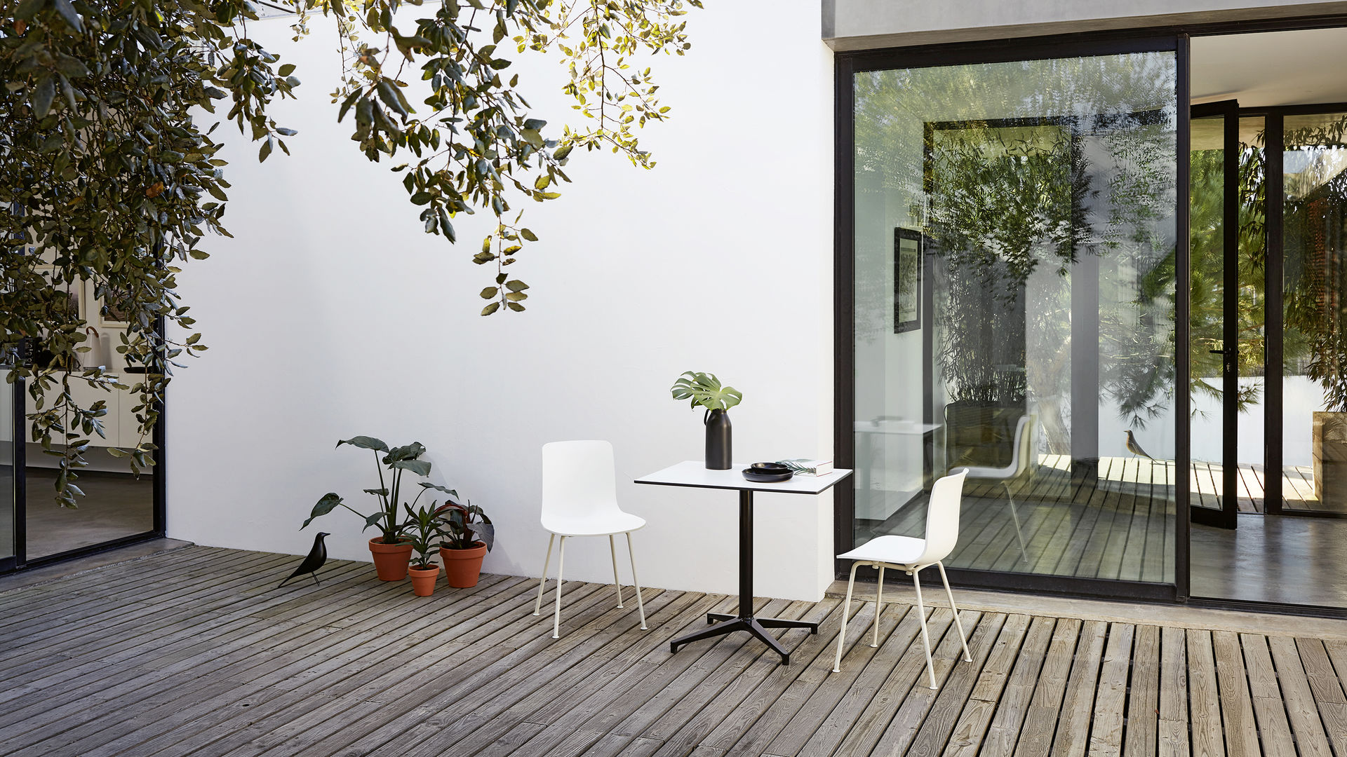 HAL Tube Bistro Table Eames House bird_web_16-9