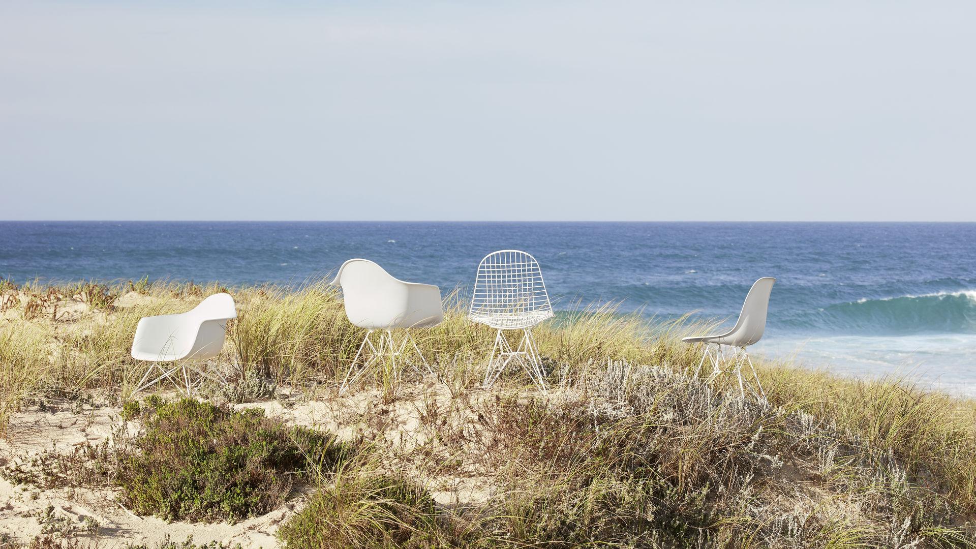 Eames Plastic Armchair LAR Eames Plastic Side Chair Eames Wire Chair_web_16-9