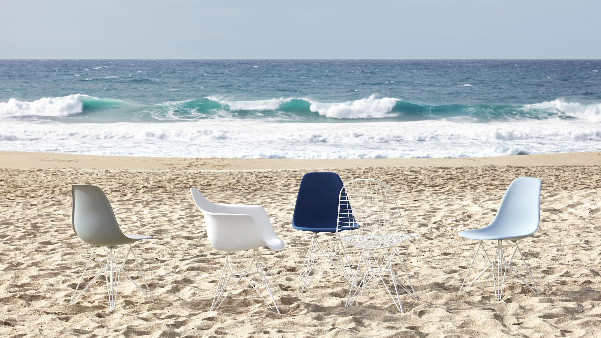 Eames Plastic Side Chair DSR Eames Plastic Armchair DAR Eames Wire Chair DKR_web_16-9