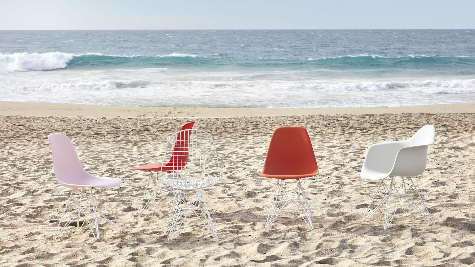 Eames Plastic Side Chair DSR Eames Plastic Armchair DAR Wire Chair DKR_web_16-9