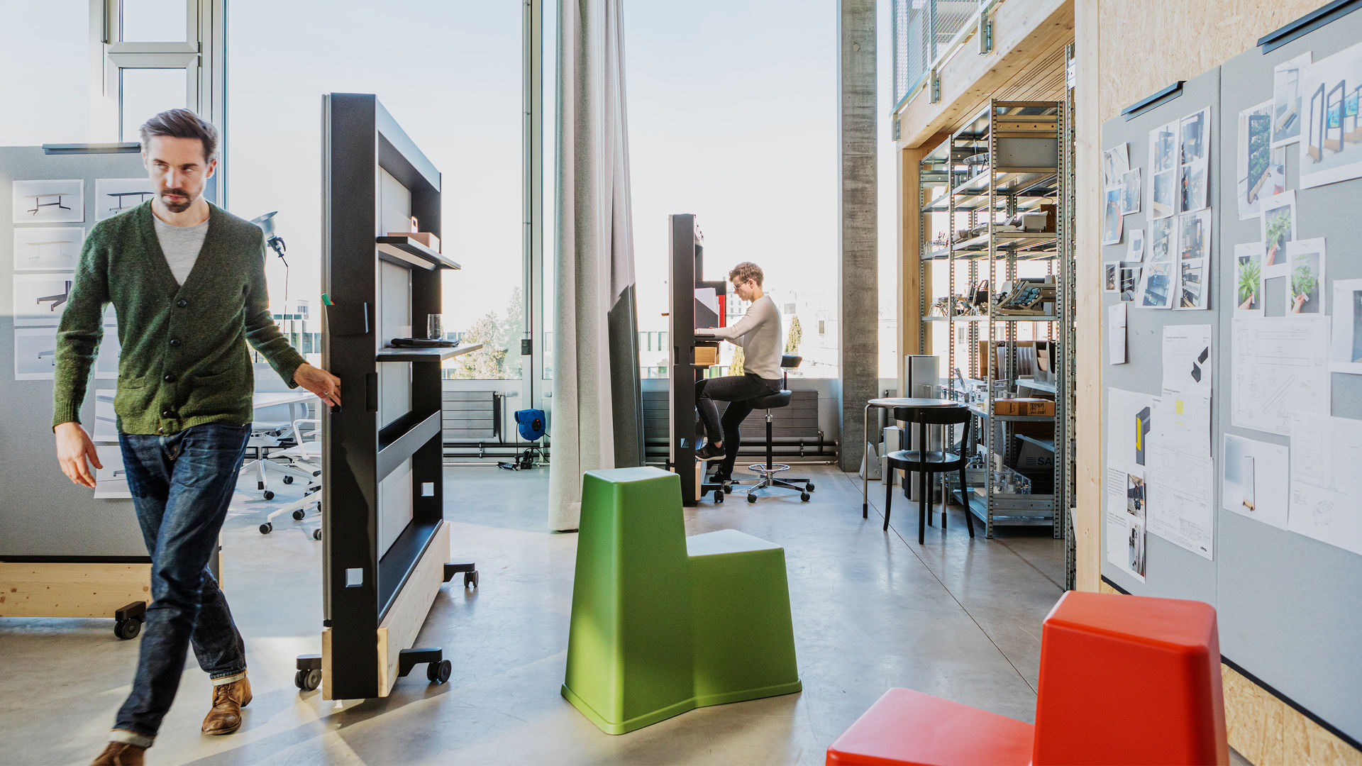 The_Dancing_Office_Studio Hürlemann_0514_web_16-9